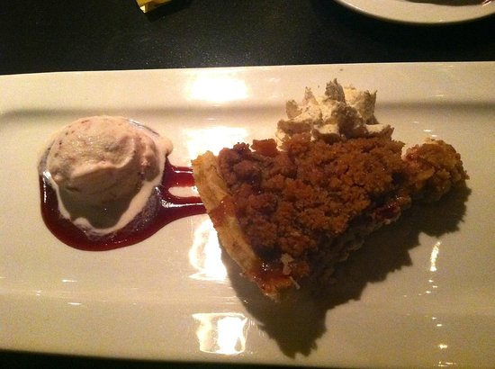 Claddagh Oyster House : rhubarb and cheesecake pie with strawberry sauce