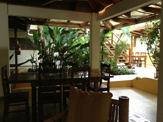 Hotel Pura Vida: hotel dining area and reception