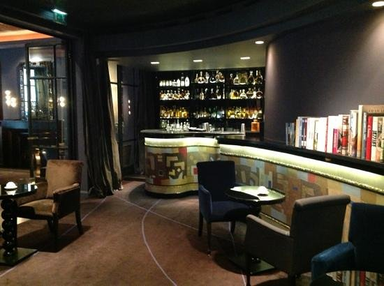 Hotel Le Burgundy: Bar lounge