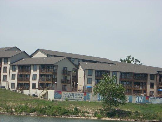 Table Rock Resorts at Kimberling: Resort view from the lake