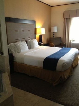 Holiday Inn Express Absecon - Atlantic City Area: king rm
