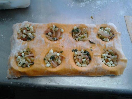 Trattoria di Sandro: Agnolotti relleno de tomate fresco , albahaca y mozzarella