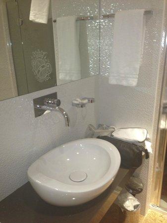 Hotel Corte Ongaro: Our bathroom