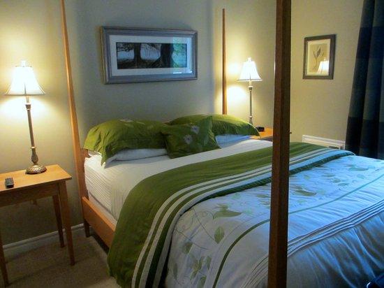 Cranford Inn: The Emerald Room