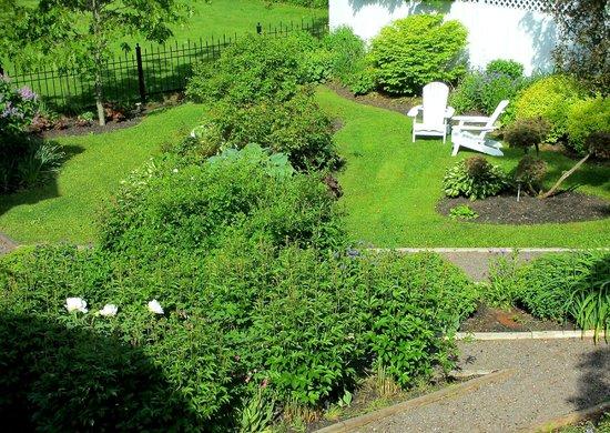 Cranford Inn: back garden