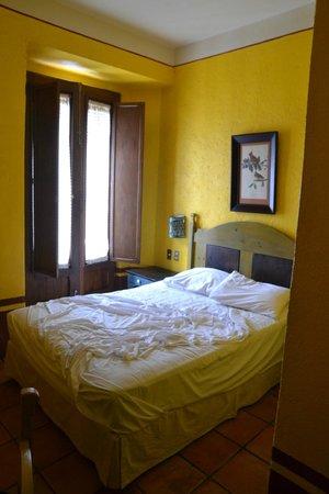 Hotel Azucenas: bedroom