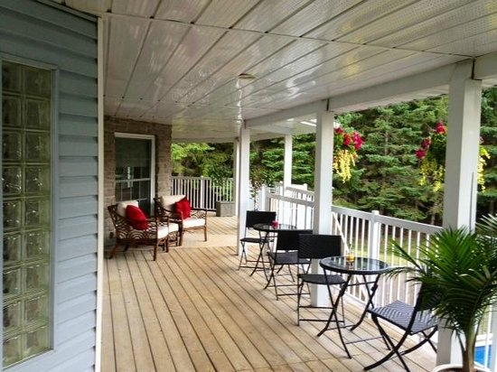 Hillview Haven B&B: Deck