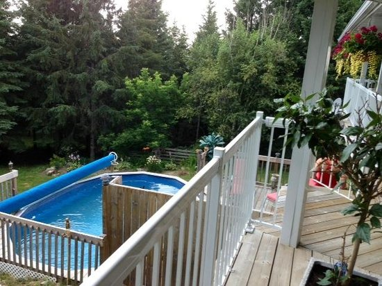 Hillview Haven Estate: Pool from deck!