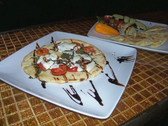 The Bohemian Bar and Bistro: Margherita Flatbread