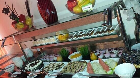 Alisan Restaurant: mouth watering verity deserts. ..at alisan