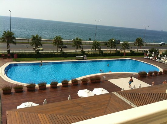 Crowne Plaza Hotel Antalya: Piscine vue de ma chambre