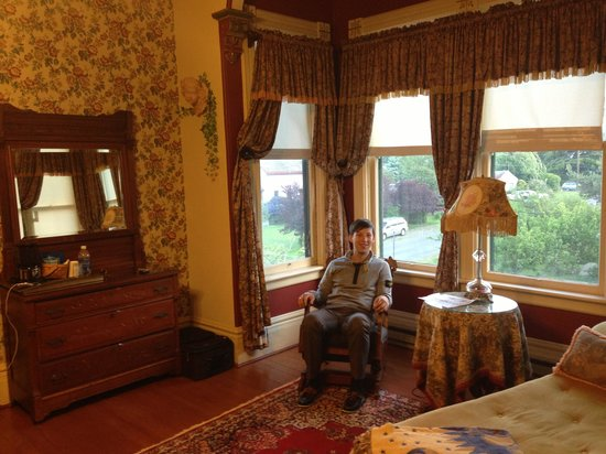 Ann Starrett Mansion Boutique Hotel: Relaxing in our room