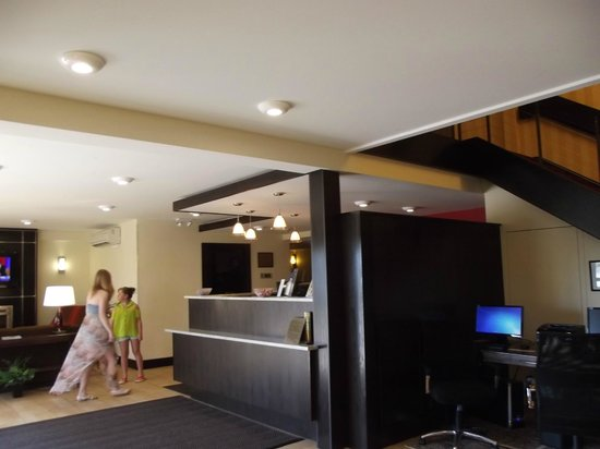 Quality Inn Bangor Airport: front desk