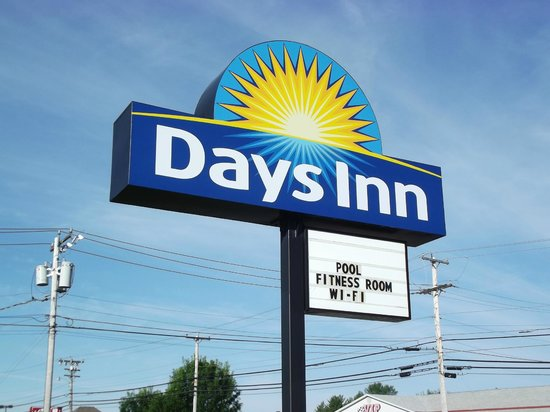 Days Inn Bangor Airport : hotel sign