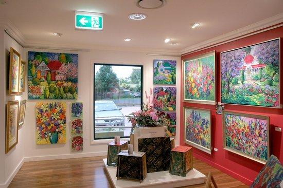 Tosari Galleries: Inside The Gallery