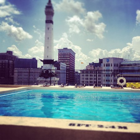 Sheraton Indianapolis City Centre Hotel: Great Pool view