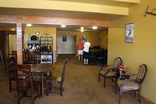 FairBridge Inn & Suites Kellogg: Lobby area