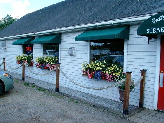 Bullwinkle's Family Steak House: Bullwinkle's Flowers