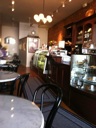 Tulipan Hungarian Pastry & Coffee Shop: Interior