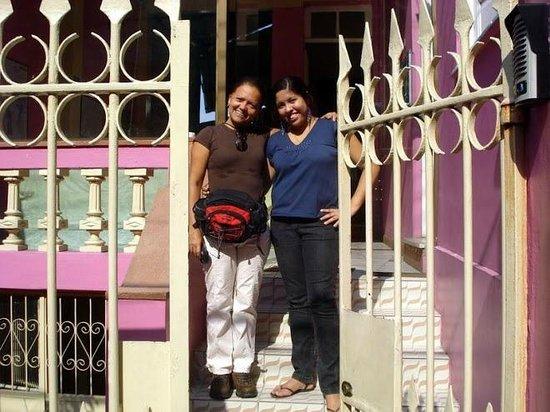 Manaus Hostel Trip Tour: Atenciosa recepcionista