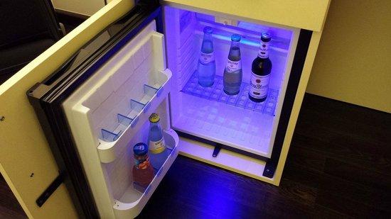 Exe Hotel Klee Berlin: Il frigobar ad uso gratuito