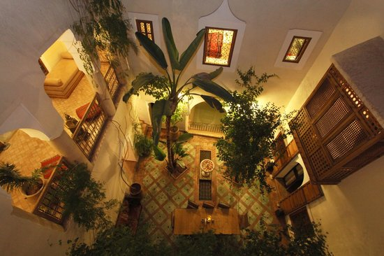 Riad El Youssoufi : vue patio de nuit