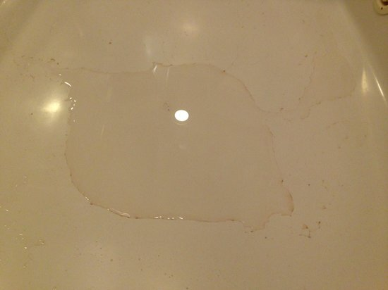 Baymont Inn & Suites Mequon Milwaukee Area: Hot Tub suite was extremely dirty (including bedding and hot tub)