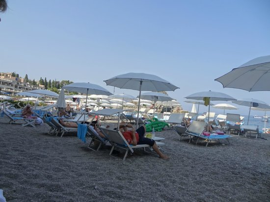 Mazzaro, Italy: The Beach
