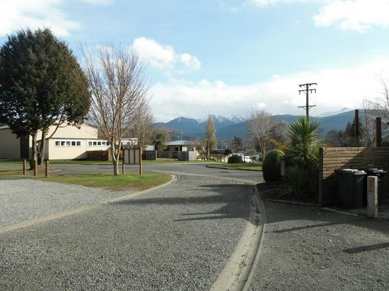 Te Anau Lakeview Holiday Park: From van site looking back toward reception.