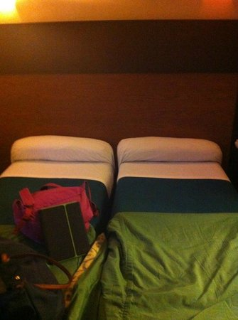Raspail Montparnasse Hotel: terrible pillows