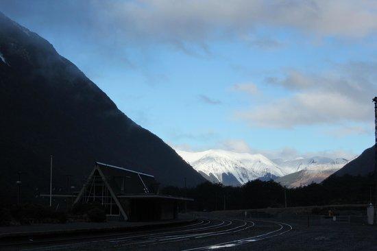 Mountain House YHA: Twilight view from Arthurs Pass