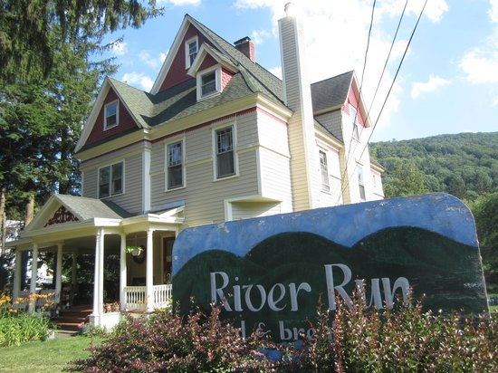 River Run Bed & Breakfast: Front