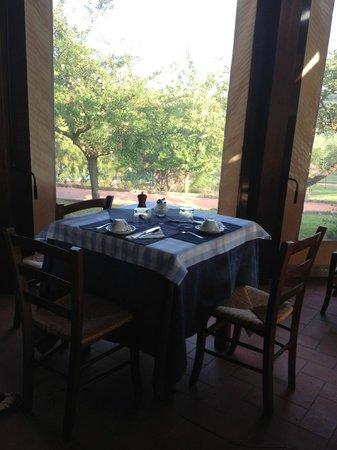 Locanda Le Boscarecce: Table service