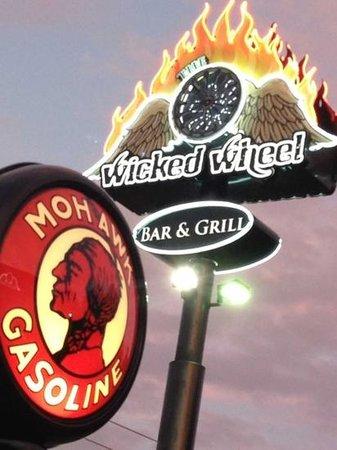 The Wicked Wheel Bar & Grill: wicked wheel