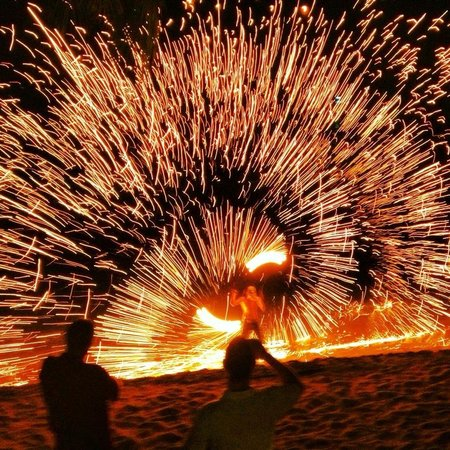 Nora Beach Resort and Spa: Fire show