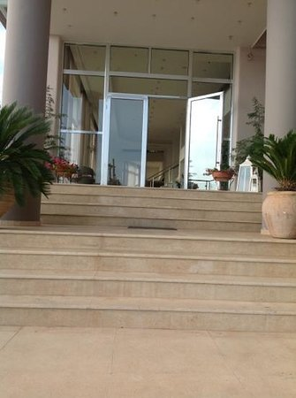 Belvedere Hotel: Steps leading to enterence