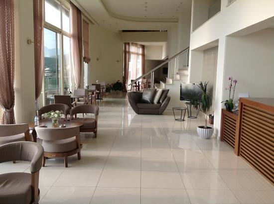 Belvedere Hotel: Lobby reception area