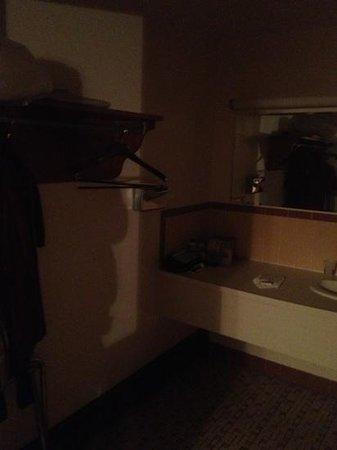 Knights Inn Boston/Danvers: restroom