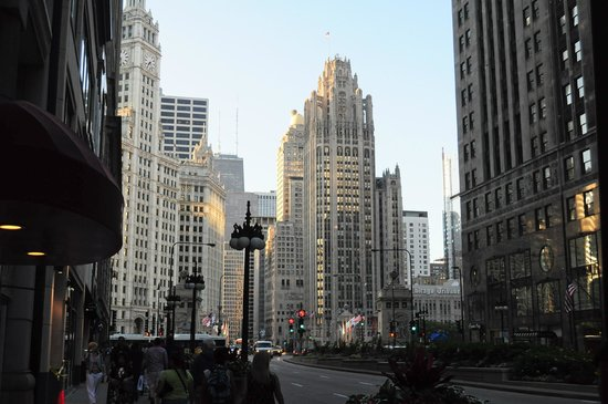 Comfort Suites Michigan Avenue / Loop: day view in front of hotel