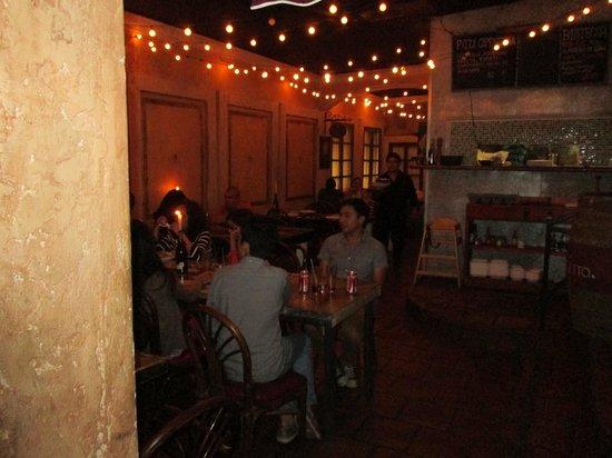 Betuccini's Pizzeria & Trattoria : Inside Seating