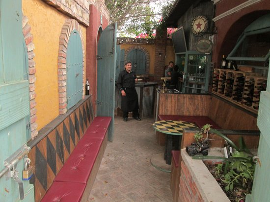 Betuccini's Pizzeria & Trattoria : Entryway