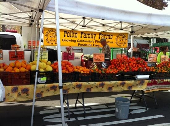 Little Italy Mercato : fresh fruit stand