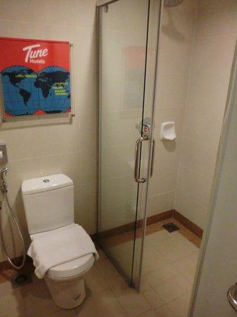 Tune Hotel Kulim: Bathroom