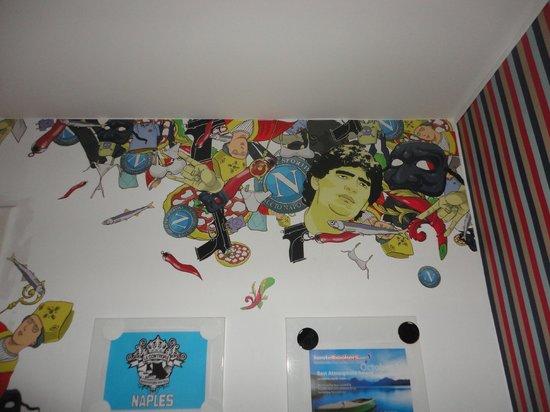La Controra Hostel Rome: En la recepción un poco de arte!