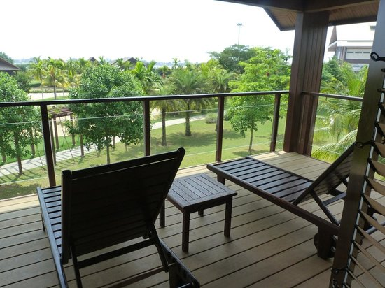 Duyong Marina & Resort: Chalet balcony