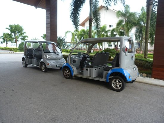 Duyong Marina & Resort: Small buggy fetching within the resorts