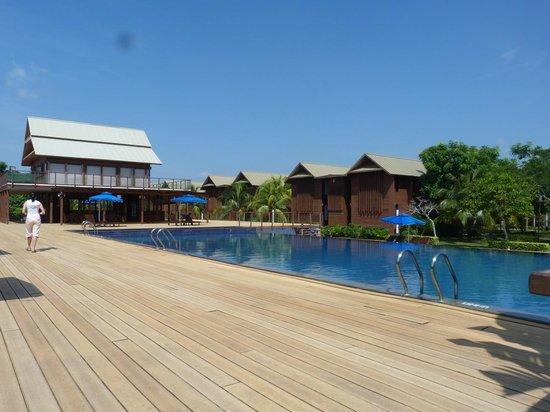 Duyong Marina & Resort: The swimming pool