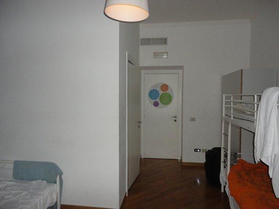 La Controra Hostel Rome: Cuarto súper amplio