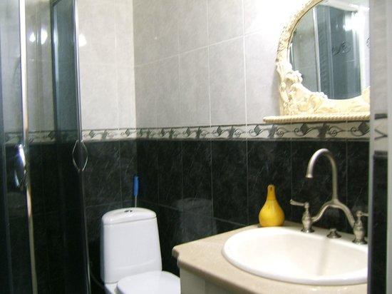 Tina's House: Bathroom