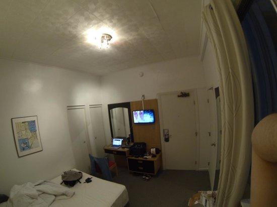 ทัชสโตนโฮเต็ล - ซิตี้เซนเตอร์: Inner bedroom (305) from bed
